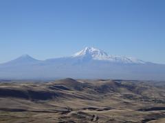 plain(0.0), cinder cone(0.0), shield volcano(0.0), mountain(1.0), snow(1.0), mountain range(1.0), hill(1.0), summit(1.0), geology(1.0), ridge(1.0), natural environment(1.0), plateau(1.0), fell(1.0), landscape(1.0), wilderness(1.0), badlands(1.0), stratovolcano(1.0), mountainous landforms(1.0),