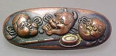 locket(0.0), jewellery(0.0), carving(1.0), metal(1.0), antique(1.0), brass(1.0),