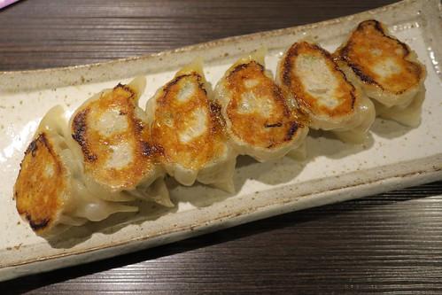 ウェスティンホテル向かいの餃子専門店「立山」で日本酒と餃子を堪能【大阪】