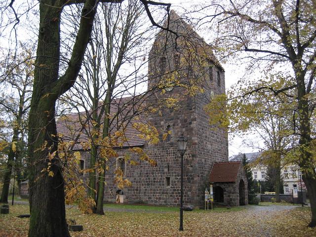 Dorfkirche Marienfelde (im Regen)