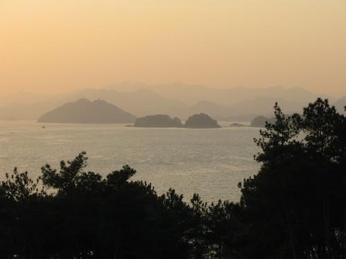 china sunset lake island qiandaohu