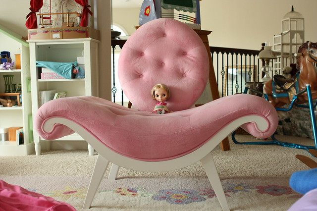 Merveilleux Miracle In BIG PINK COOL Chair In Playroom