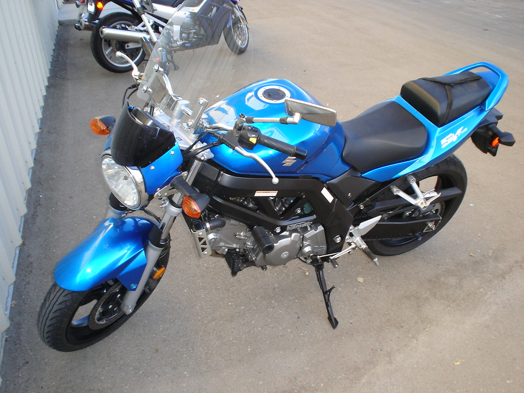 Suzuki SV650 front left