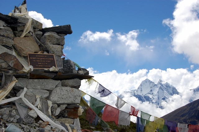 the tragedy of a blizzard on mount everest in may 1996 The 1996 mount everest disaster refers to the events of 10–11 may 1996, when eight people were caught in a blizzard and died on mount everest during summit a.