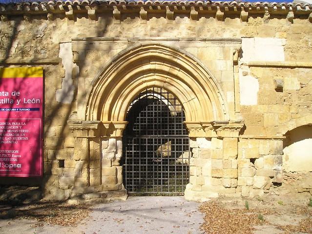 Nogal de las Huertas (Palencia). Monasterio de El Salvador