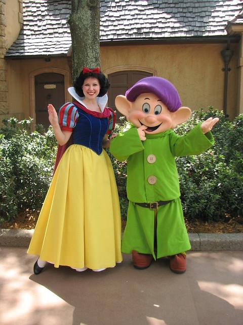 Disney celebrity dress up games