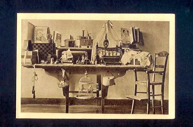les jouets de la petite th r se et sa chaise d 39 enfant conserv s aux buisso flickr photo sharing. Black Bedroom Furniture Sets. Home Design Ideas