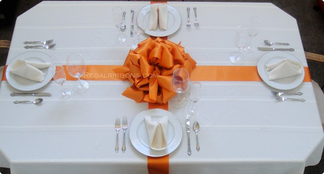 Satin ribbon centerpiece flickr photo sharing for Table o present libramont