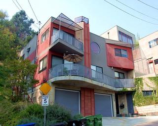 2216 Bancroft, Leonardo Chalupowicz, Architect 2004
