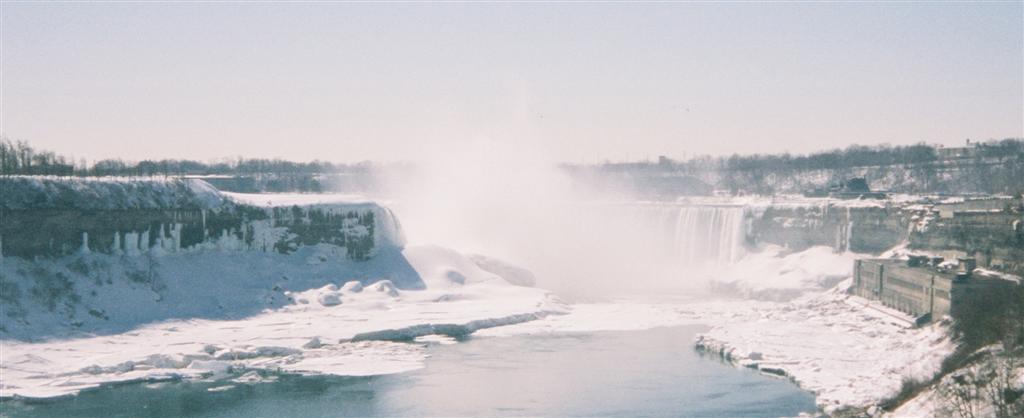 Preciosa panorámica de las cataratas del Niágara cubiertas de nieve en invierno Cataratas del Niágara, la mayor potencia hidroeléctrica en el mundo occidental - 2514308838 0dc8bec84d o - Cataratas del Niágara, la mayor potencia hidroeléctrica en el mundo occidental