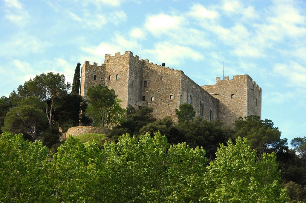 Castillo de la roca in la roca del vall s spain virtual - Piscina la roca del valles ...