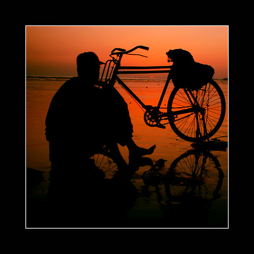 pakistan sunset reflection net beach nature water beautiful silhouette fishing fisherman sand fishermen outdoor dusk rizvi sahrizvi sarizvi abigfave anawesomeshot aplusphoto goldenphotographer diamondclassphotographer megashot brillianteyejewel ostrellina world100f