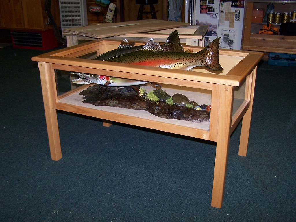 Alder wood-clearcoat lacquer-fish trophy/coffee table.Fish are a little to big for this one!