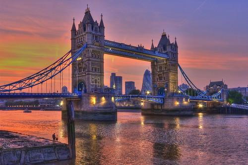 Cacciatore di luce / Light hunter (Tower Bridge London, England)