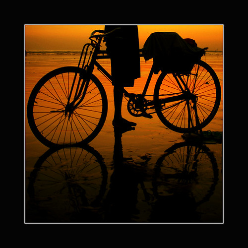 pakistan sunset reflection net feet beach nature water beautiful bike bicycle wheel silhouette fishing fisherman sand shadows fishermen outdoor dusk wheels chain ruleofthirds sahrizvi sarizvi aplusphoto