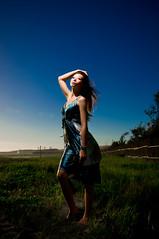 [フリー画像素材] 人物, 女性 - アジア, 台湾人, ワンピース・ドレス, 人物 - 草原 ID:201303182200