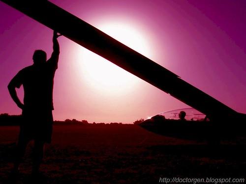 sunset sun man santafe sol argentina club plane atardecer blog tour yo surreal colores rosario gen mundo planeador hombre aero ceres veo surrealismo alvear rosarigasinos wpblog platinumphoto wowiekazowie colourartaward artlegacy drgen