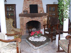 food(0.0), cuisine(0.0), furniture(1.0), masonry oven(1.0), wood(1.0), room(1.0), fireplace(1.0), cottage(1.0), hearth(1.0),