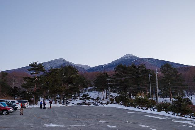 編笠山と西岳@富士見高原・登山者用駐車場
