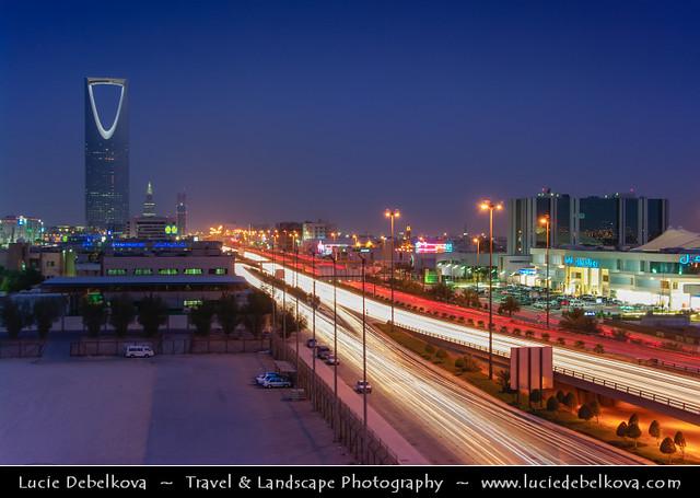 Saudi arabia riyadh kingdom centre burj al mamlakah for Burj al mamlakah