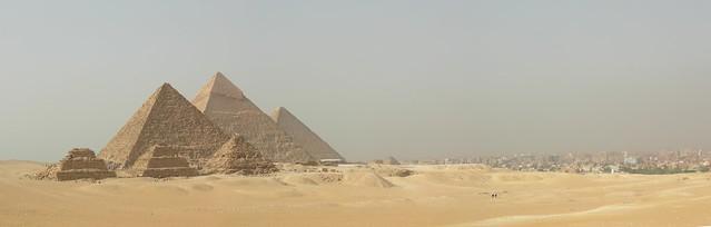 Pyramids And City - Flickr CC oisinmulvihill