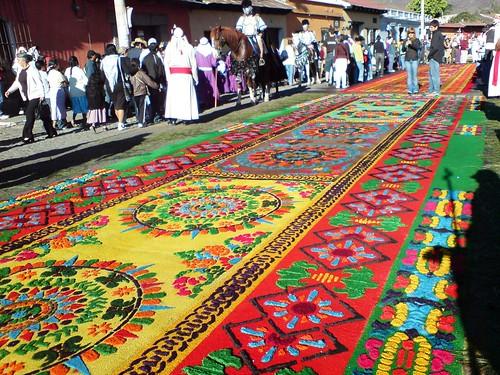 Alfombra para la procesión de Jesús de La Merced del Viernes Santo, Antigua Guatemala, Semana Santa 2008.