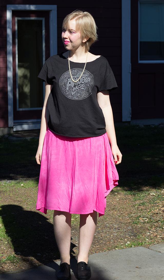 vintage pearls, Amoeba Music t-shirt, pink midi skirt