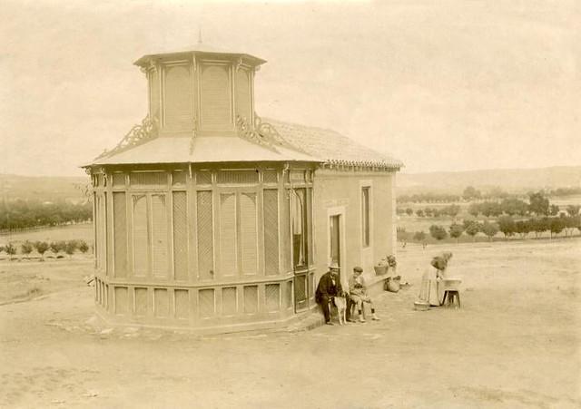 Quiosco de la Montaña, a espaldas del paseo de Merchán, en junio de 1905. Fotógrafo anónimo. Colección Luis Alba. Ayuntamiento de Toledo