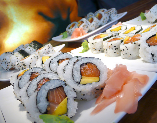 makis de salmó i mango