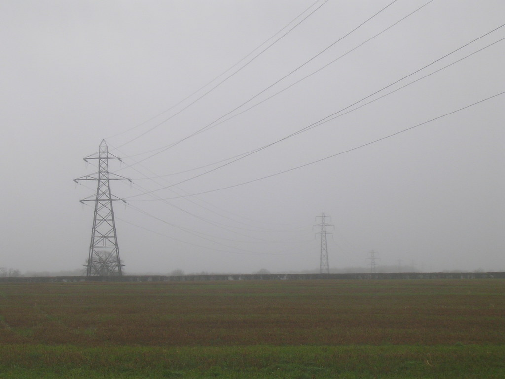 Pylons Newbury Racecourse to Woolhampton