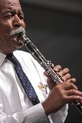 bassist(0.0), string instrument(0.0), singer(0.0), trumpet(0.0), saxophone(0.0), trumpeter(0.0), guitarist(0.0), saxophonist(0.0), bass guitar(0.0), singing(0.0), flautist(0.0), musician(1.0), woodwind instrument(1.0), oboe(1.0), western concert flute(1.0), music(1.0), jazz(1.0), wind instrument(1.0),