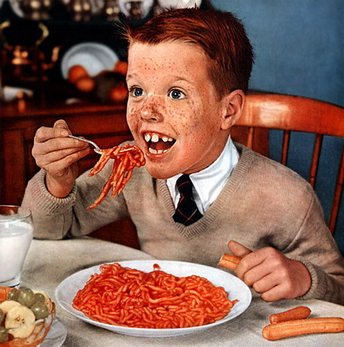 Seriously, who eats hot dogs with spaghetti? Spaghetti trap - Dave-a