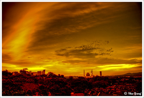 sunset red orange yellow gold cool sundown malaysia bluemosque a200 hdr fireinthesky selangor shahalam themoulinrouge firstquality supershot 3exposures sonydslr mywinners abigfave asiseeit platinumphoto anawesomeshot diamondclassphotographer flickrdiamond citrit ibnuyusuf theperfectphotographer thegardenofzen goldstaraward cityofshahalam mysonia