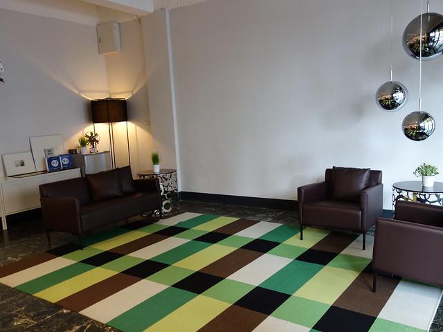 一樓大廳提供了滿多座位 @花蓮慢慢旅行民宿