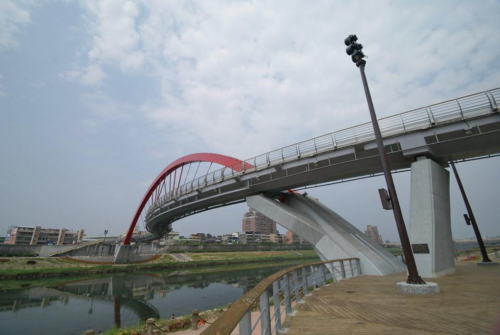 午後抵達饒河夜市旁的彩虹橋