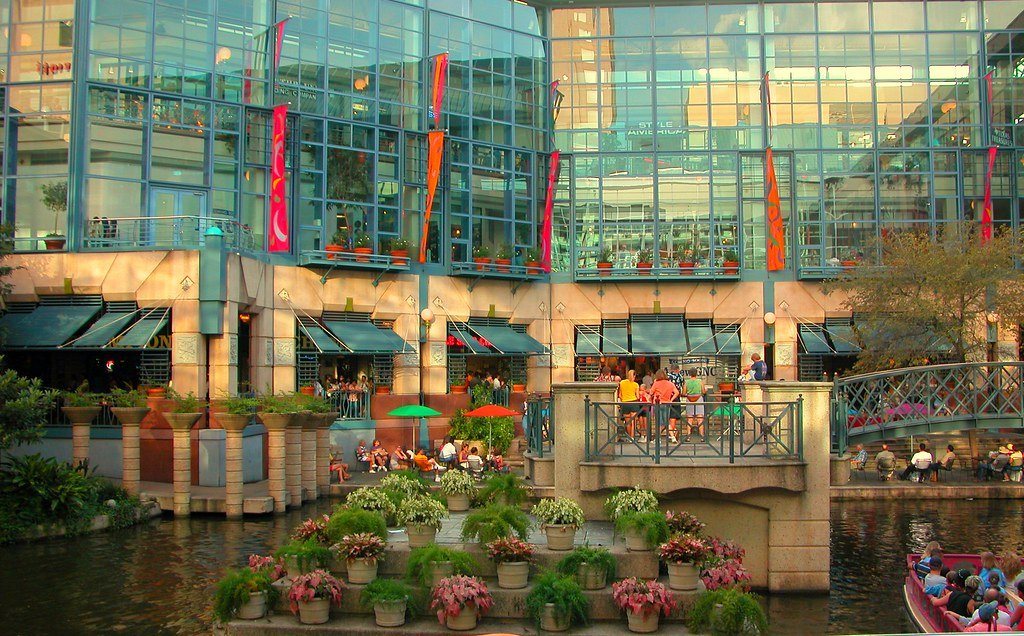 Rivercenter Mall