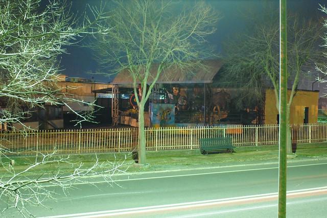 il carnevale abbandonato. Di notte.