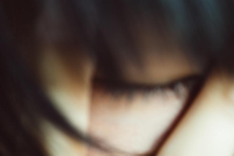 輕閉雙眼。