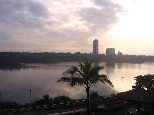 Abidjan, Hôtel Ivoire et baie de Cocody