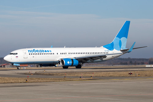 Pobeda_B738_VQ-BAW_left side_FMM_20170219_Approach_sun_0633_Colormailer_Flickr