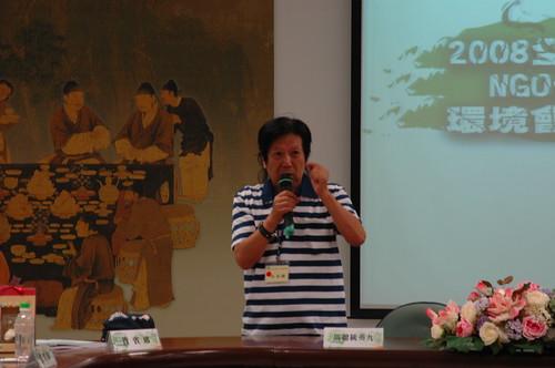 粘錫麟在2008全國NGO環境會議嗆即將蒞臨的馬英九總統:「減碳不是脫西裝而已。」莫聞攝。