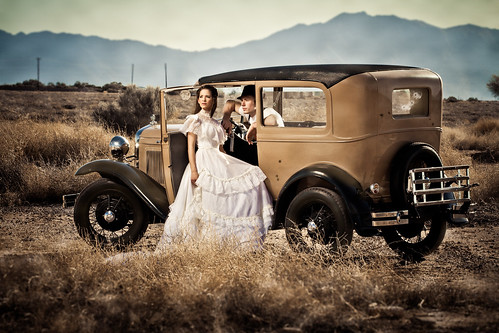 wedding arizona ford modela vintage clyde engagement gun bonnie bulletholes strobist