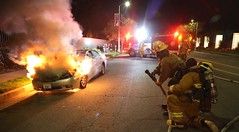 LAFD Engine 61 Handles Mid-Wilshire Car Fire