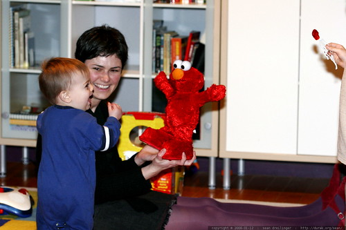 making friends with elmo    MG 9027