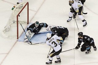 Power play goal by Olli Maatta