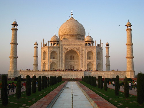 Photo of the Taj Mahal at sunset.