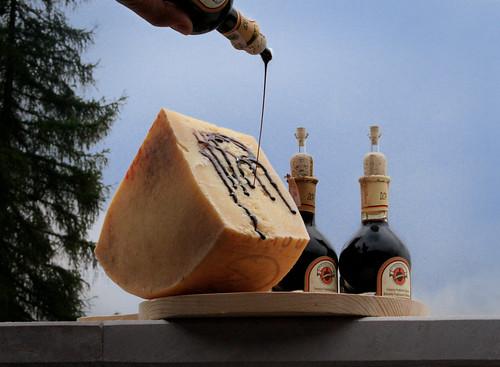 asiago dop e aceto balsamico tradizionale di modena