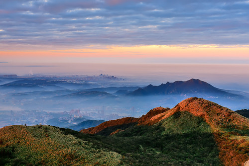 taiwan taipei datunmountain yangmingshannationalpark sunrise dawn mountain cloud fog sky outdoors scenery 台灣 shihlindistrict 台北市 大屯山 陽明山國家公園 雲海 晨曦