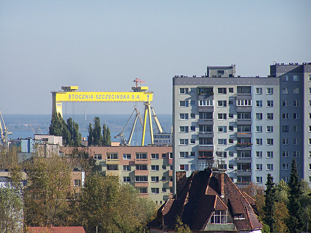 Gantry crane in Szczecin, Poland, by ilm19