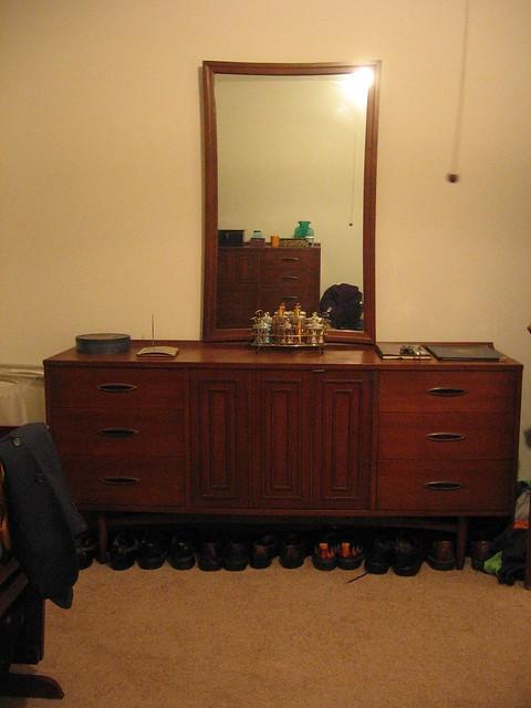 Long Dresser with Mirror Broyhill Sculptra Bedroom Set